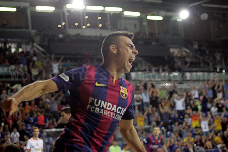 ゴール後に雄叫びを上げるセルヒオ・ロサノ