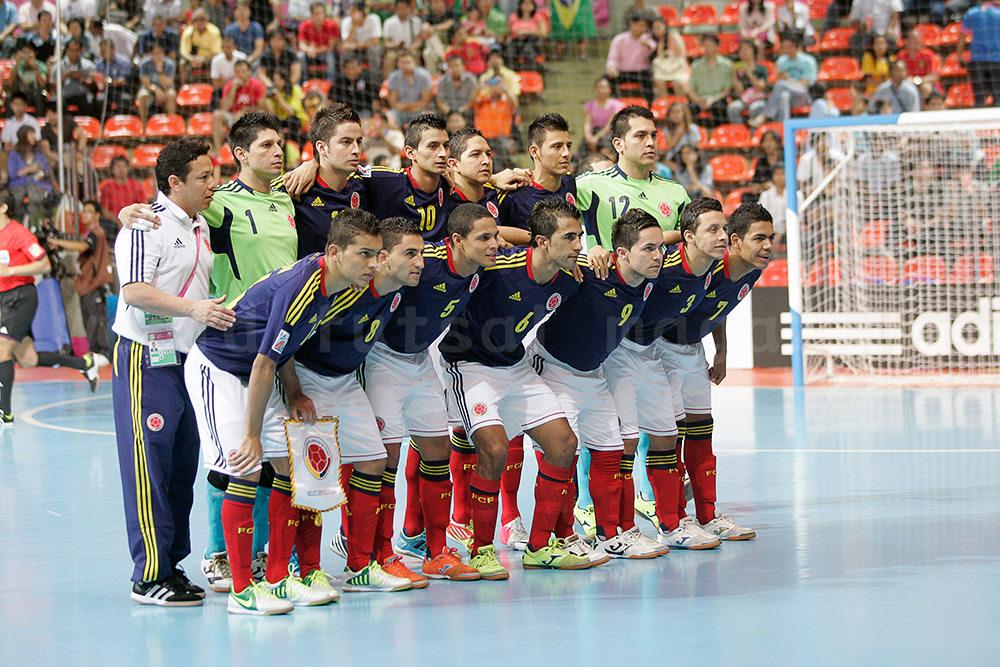 フットサルコロンビア代表の試合前集合写真