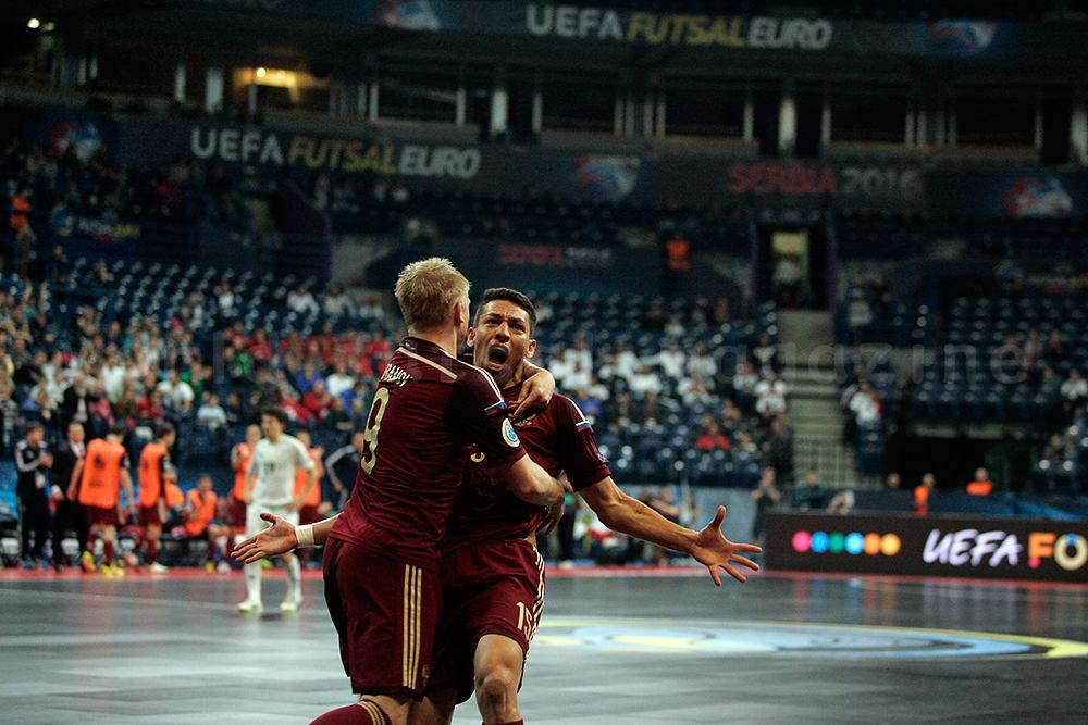ゴール後に歓喜の雄叫びを上げるフットサルロシア代表ロムロ