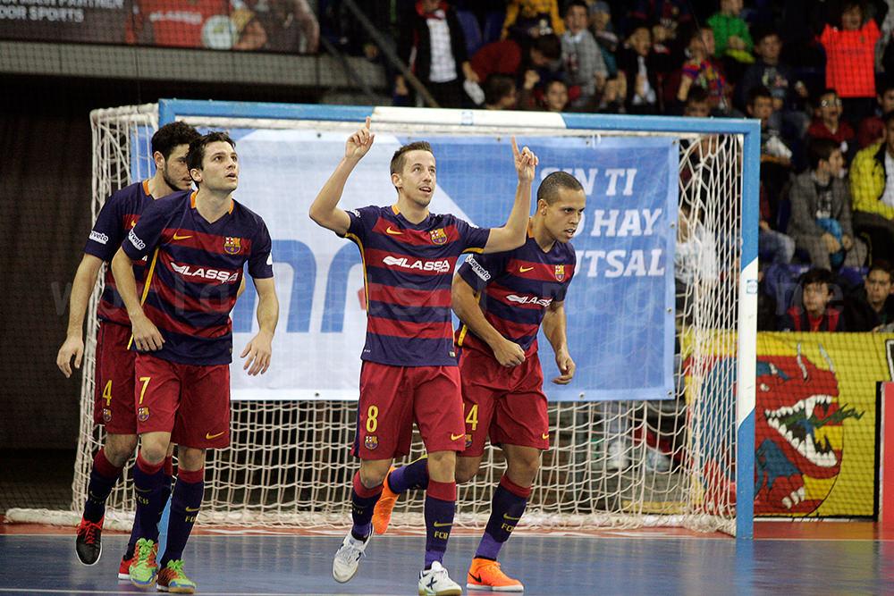 ゴールを決め喜びの表情を見せるFCバルセロナ・ラッサのリン