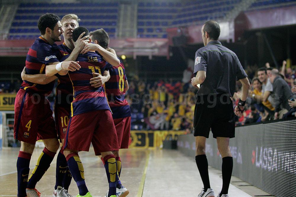 ゴールを喜び合うFCバルセロナ・ラッサの選手たち