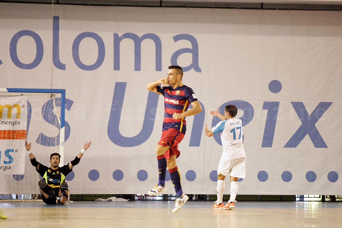 ゴールを決めた後に喜びを表現するセルヒオ・ロサノ