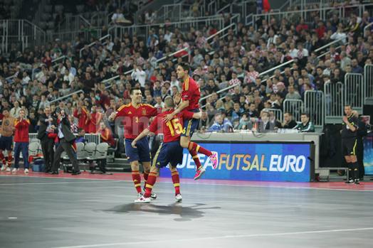決勝点をあげ喜ぶスペイン代表
